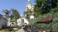 Чугунена пейка в градинка на Руска църква